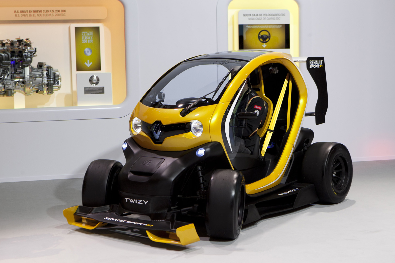 renault twizy sport f1 presentado. Black Bedroom Furniture Sets. Home Design Ideas
