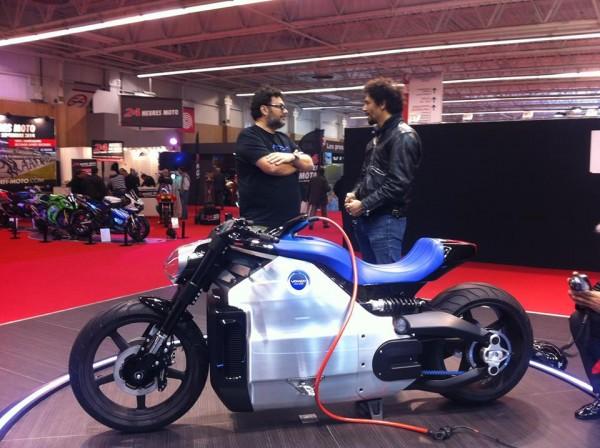 recarga de la moto electrica voxan wattman