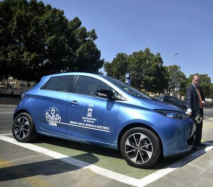 El Ayuntamiento de Murcia ofrece por primera vez ayudas para la compra de coches eléctricos.
