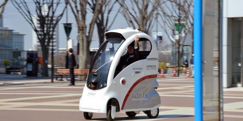 Un coche eléctrico con piloto automático