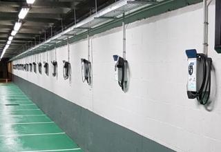 La Comisión Europea obligará a instalar puntos de recarga para coches eléctricos en todos los garajes.