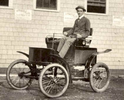La primera persona arrestada por exceso de velocidad conducía un coche eléctrico