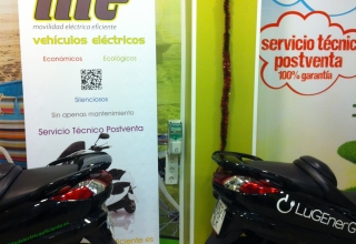 LugEnergy coloca un punto de carga en la tienda de motos Movilidad Eléctrica Eficiente