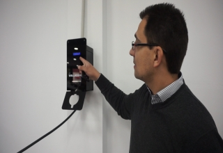 Cargador eléctrico Dark Wallbox con control dinámico de carga