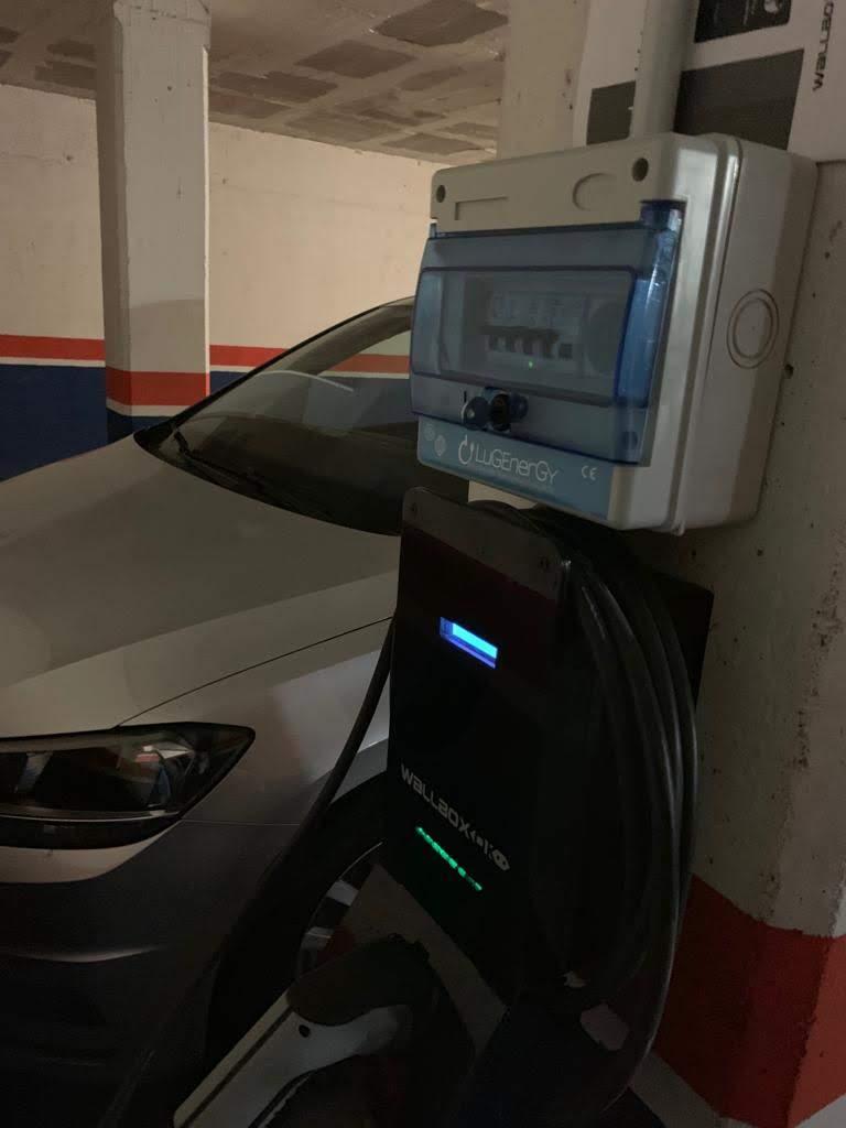 cargador vehículo eléctrico