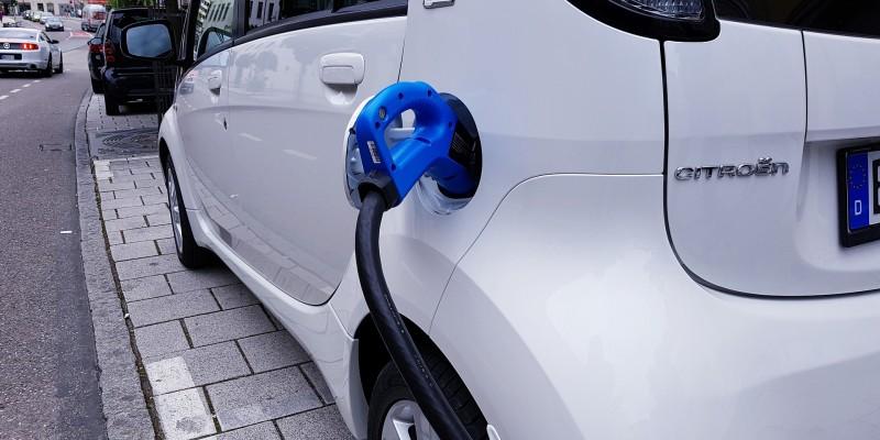 Normativa y seguridad de las estaciones de carga de coches eléctricos