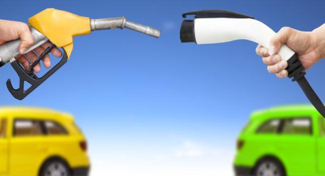 coche eléctrico versus coche de gasolina