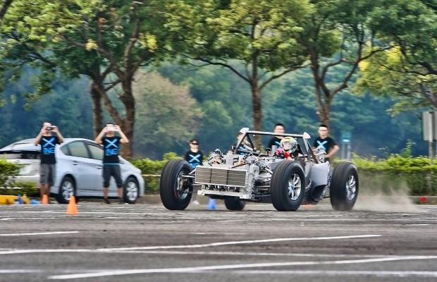 """El """"Miss R"""" un coche eléctrico de 1341 caballos de potencia"""