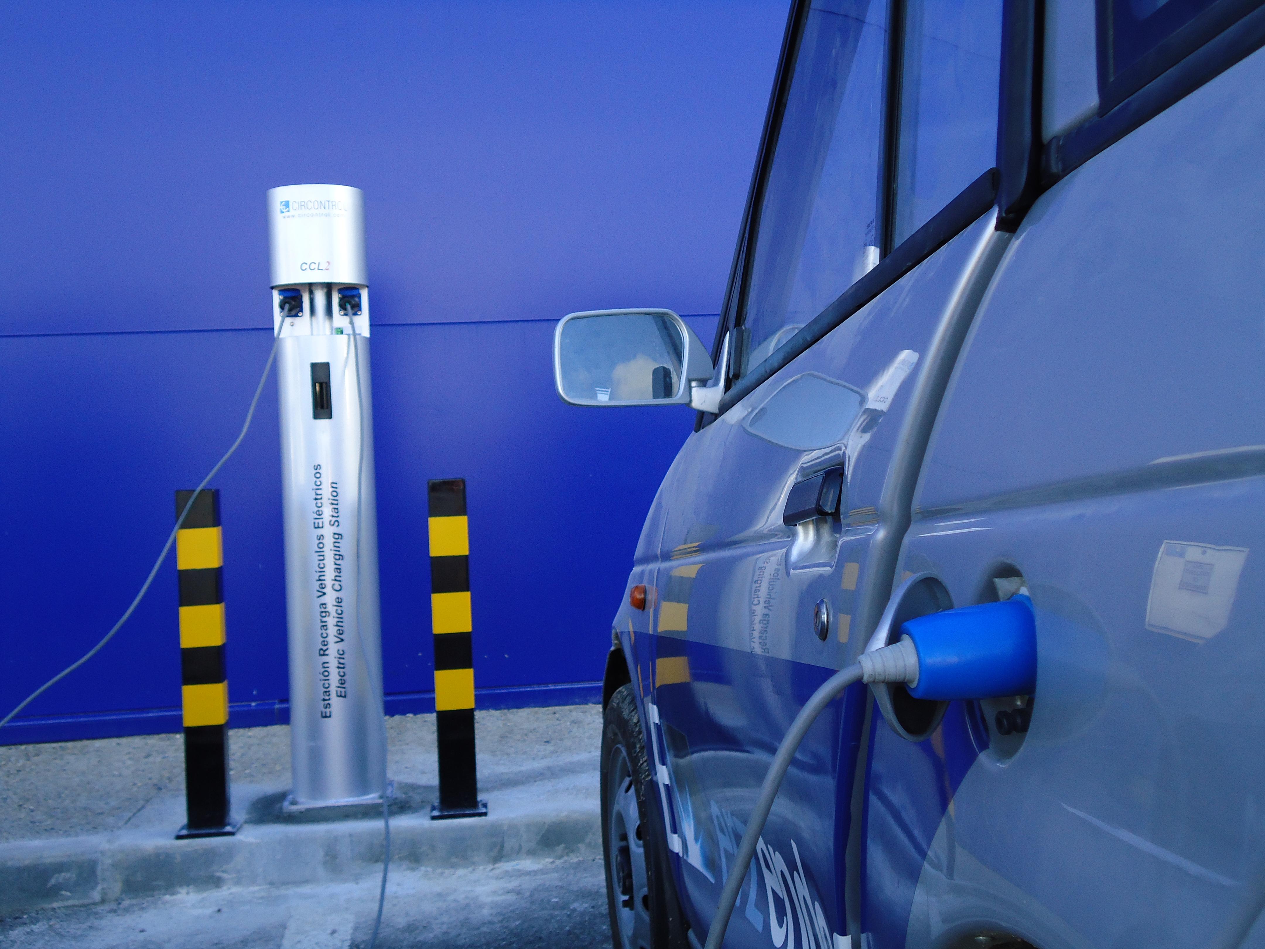 Poste de recarga para vehículo eléctrico