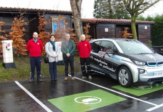 El Albergue Paradiso instala dos puntos de recarga para coches eléctricos.