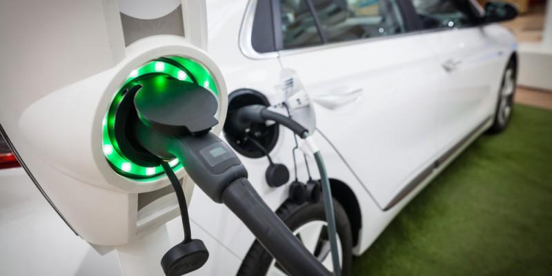 ¿Qué tarifa de luz debemos contratar para ahorrar con nuestro punto de recarga?