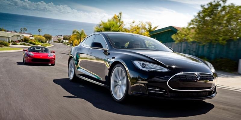 Tesla S quemando rueda