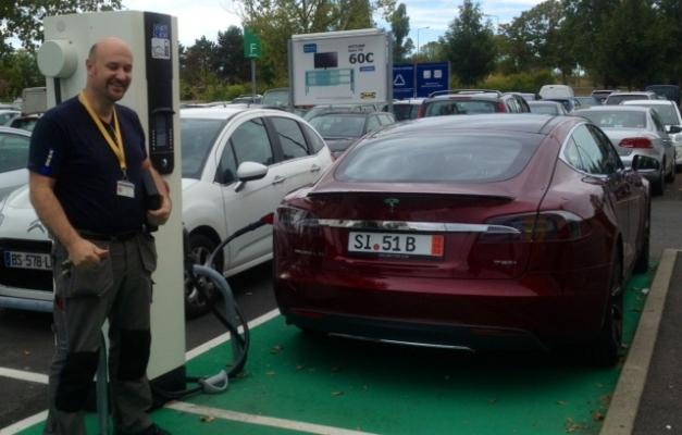 Drive and Dream, llega a España con su Tesla